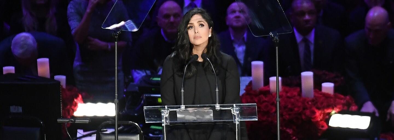 Vanessa Bryant obvinila Nike z neoprávněného prodeje tenisek, které vzdávají hold její zesnulé dceři a manželovi