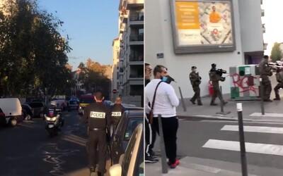 Ve Francii střílel útočník na kněze v kostele údajně z upilované brokovnice