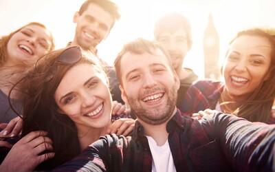 Ve kterém věku máme největší okruh přátel? Finští a britští vědci sestavili studii a přišli na odpověď