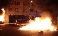 Ve Španělsku propukly nepokoje kvůli uvěznění rapera. Ve městech hořely barikády, tisíce lidí vyšly do ulic