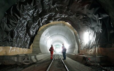 Ve Švýcarsku postavili nejdelší železniční tunel na světě. Měří úctyhodných 56 kilometrů