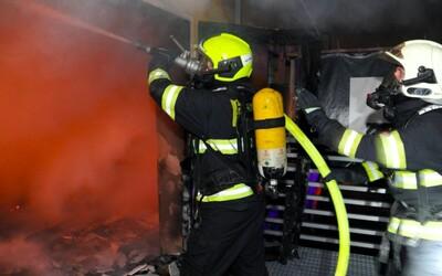 Ve Vejprtech hořel domov pro handicapované. Osm lidí zemřelo, třicet je zraněno (Aktualizováno)