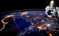 Ve vesmíru tráví nepřetržitě již stovky dní, láme rekordy a přináší nám přenádherné fotky z ISS