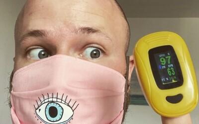 Vedátor odmeral nasýtenie krvi kyslíkom počas nosenia rúška: Dosahovalo takmer maximálnej hodnoty, viac mu škodilo rozprávanie