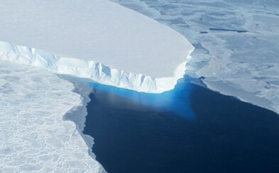 Vedci na Antarktíde vyvŕtajú 600 metrovú dieru. Chcú lepšie pochopiť príčinu abnormálneho topenia sa ľadovcov