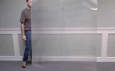Vědci odhalili plášť neviditelnosti. Osoba stojící za speciálním materiálem se stane nepozorovatelnou