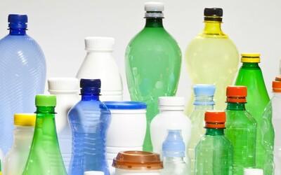 Vědci vyrobili první 100% recyklovatelný plast. Končí jednou provždy znečišťování planety?