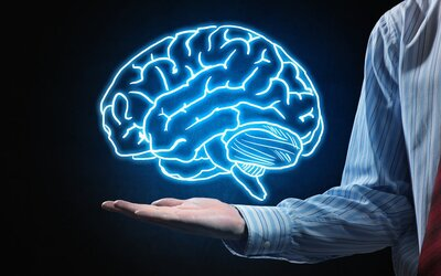 Vědci vyvinuli zařízení, které čte myšlenky. V budoucnu by mělo pomoci zejména hluchoněmým