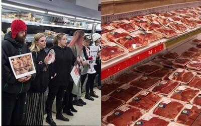 Vegáni vytvorili ľudskú reťaz okolo mäsa v supermarkete. Upozorňovali na to, ako žijú a zomierajú tieto zvieratá