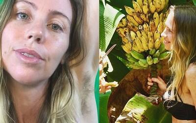 Vegánka odišla žiť do džungle a svoje dni trávi väčšinou nahá. Banánové dievča dalo výpoveď, lebo nechcelo pracovať ako otrok