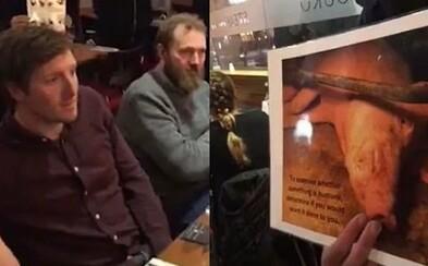 Vegánski aktivisti protestovali v steakhouse. Niektorí zákazníci reagovali smiechom, iní pokojne jedli ďalej