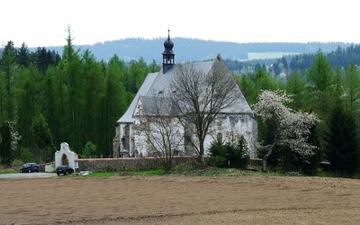 Velhartický hřbitov je jedním z nejděsivějších míst v Česku. Oživování mrtvoly, mučení nebo uhoření zaživa – tolik zla na jednom místě