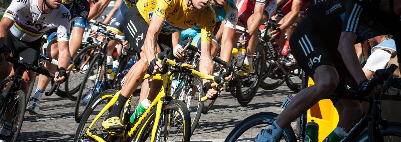 Veľké gesto Saganovho tímu Bora. Každé ráno mechanici pripravujú Peťov bicykel na štart, aby rozhodcom ukázali, čo si o nich myslia