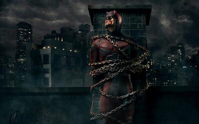 Veľkolepý trailer na druhú sériu Daredevila oslavuje sexi Elektru, krvavé súboje a monštróznu akciu
