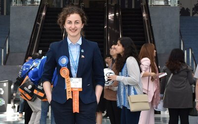 Velký úspěch pro Českou republiku. Sedmnáctiletá studentka z Karlových Varů dostala v USA několik ocenění za výzkum nádorů