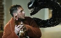 Venom a Carnage sa úž nezadržateľne rútia do kín. Brutálne zábery ukazujú, ako zabíjajú ľudí a trhajú sa na život a na smrť