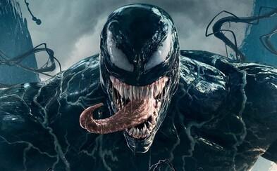 Venom má chuť na ľudské mäso. Komiksovka s Tomom Hardym láka do kina novými zábermi