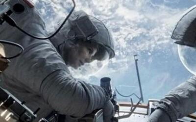 Vesmírna dráma Gravity sa pripomína posledným trailerom