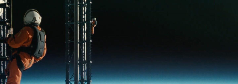 Vesmírny inžinier Brad Pitt zachraňuje slnečnú sústavu a cestuje na Neptún s cieľom nájsť strateného otca