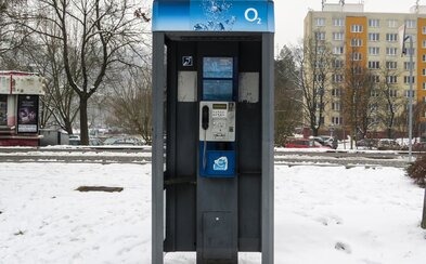 Většina telefonních budek zmizí z českých ulic. Relikvii 90. let plně nahradily mobily
