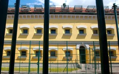 Vězeň v Leopoldově přeskočil plot, padly i varovné výstřely. Zpacifikovali ho do 50 sekund