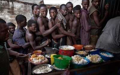 Vězení v hlavním městě Keni patří mezi nejšpinavější v Africe. Pot a fekálie jsou cítit na každém rohu