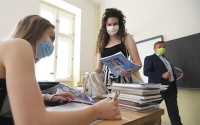 Viac ako 7 000 žiakov a 900 učiteľov je momentálne na Slovensku v domácej karanténe