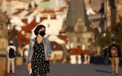 Více než polovina Čechů by se podle průzkumu nenechala očkovat proti koronaviru