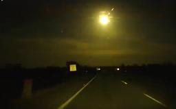 Videa ukazují, jak meteor v Austrálii rozzářil celou oblohu. Obyvatelé tvrdí, že na to nikdy nezapomenou