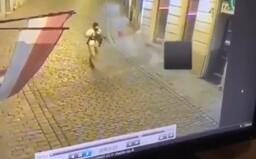 Videá z teroristického útoku vo Viedni: počuť streľbu a zrejme aj hlas páchateľov