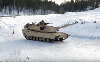 Videli ste už driftujúce tanky M1A1 Abrams či Leopard 2 na čistom ľade? Ich šmyky je možné pozorovať v Nórsku