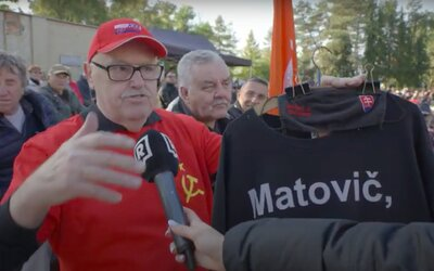 """VIDEO: """"Ak nás budú chcieť povinne očkovať, vytiahneme meče a bude tiecť krv."""" Boli sme na Ficovom protivládnom proteste"""