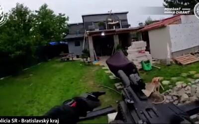 Video ako z akčného filmu: Slovenská polícia zverejnila záznam z protidrogového zásahu, zadržali niekoľkých dílerov