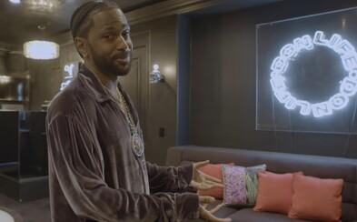 VIDEO: Big Sean ukázal dům, který koupil od Slashe z Guns N'Roses. Když nechal vyřezat okno v kuchyni, narušil statiku