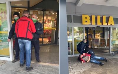 VIDEO: Chlapík chtěl v Bratislavě nakupovat v čase vymezeném pro důchodce. Členové ochranky ho zpacifikovali na zemi