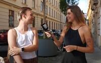 VIDEO: Čo by mali podľa žien vyhodiť muži zo šatníka a naopak?