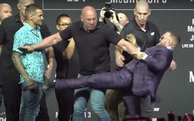 VIDEO: Conor McGregor chtěl kopnout Dustina Poiriera. Musel je oddělit šéf UFC