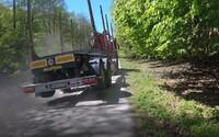 VIDEO: Cyklista vulgárne naložil kamionistovi na ceste pri Lozorne, ktorý ho nebezpečne predbiehal vo vysokej rýchlosti