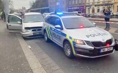 VIDEO: Divoká honička v Praze. Policisté použili zbraň i zastavovací pás