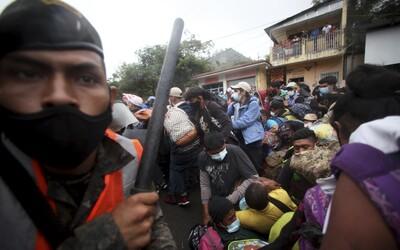 VIDEO: Dobili ho kameňmi a mačetami. Rozvášnený dav v Hondurase brutálne zavraždil Taliana