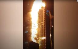 VIDEO: Horiaca 33-poschodová budova sa rozpadala juhokórejčanom pred očami. Obrovský požiar si vraj nevyžiadal obete na životoch