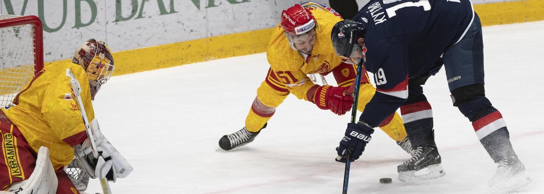 Video: Brutální faul ve slovenské hokejové lize. Útočník zákroku skončil na JIP s otřesem mozku a zlomeninami