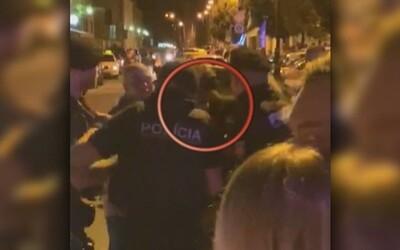 VIDEO: Košickí policajti pri zásahu zbili mladíka, zákrok už vyšetruje policajná inšpekcia