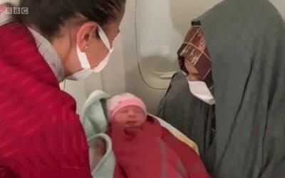 VIDEO: Letušky Turkish Airlines pomohly přivést na svět dítě ve výši 9 400 metrů