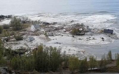 VIDEO: Masivní sesuv půdy odnesl z norského pobřeží 8 domů