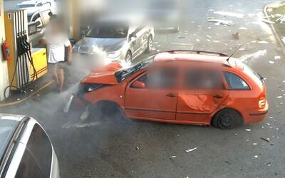 VIDEO: Muže, tankujícího u Brna, málem smetlo neovladatelné auto. Hrozivá nehoda naštěstí dopadla dobře