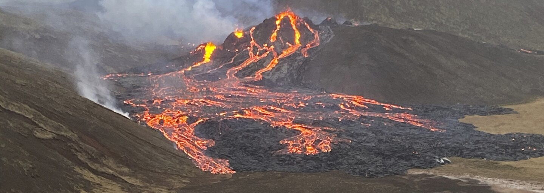 VIDEO: Na juhovýchodnom Islande po 800 rokoch vybuchla sopka. Okolie Reykjaviku zaplavili prúdy lávy