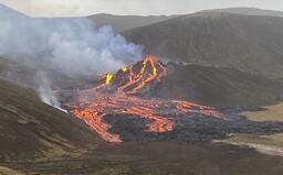 VIDEO: Na jihovýchodě Islandu po 800 letech vybuchla sopka. Okolí Reykjavíku zaplavily proudy lávy