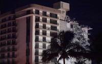 VIDEO: Na Miami se zřítila výšková budova. Potvrdili tři oběti, téměř sto lidí je nezvěstných