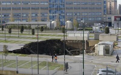 VIDEO: Na parkovišti před nemocnicí v Neapoli došlo k masivnímu výbuchu. Do obrovského kráteru padala auta